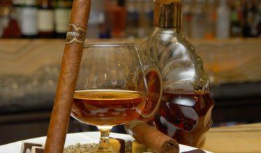 Минпромторг и Минюст разрешили продавать алкоголь около школ и стадионов